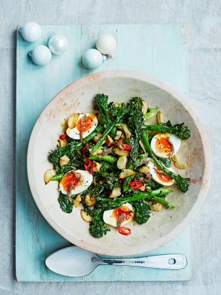 Broccoli & boiled egg salad with anchovies, chillis & croutons