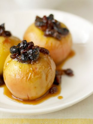 Fruity caramel baked apples