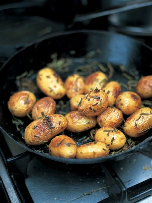 Baked new potatoes with sea salt and rosemary