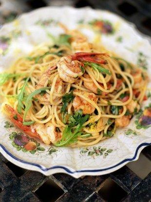 Spaghetti with prawns and rocket (Spaghetti con gamberetti e rucola)