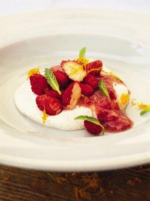 Wild strawberries and vanilla cream