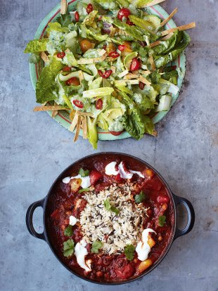 Veggie chilli with crunchy tortilla & avocado salad