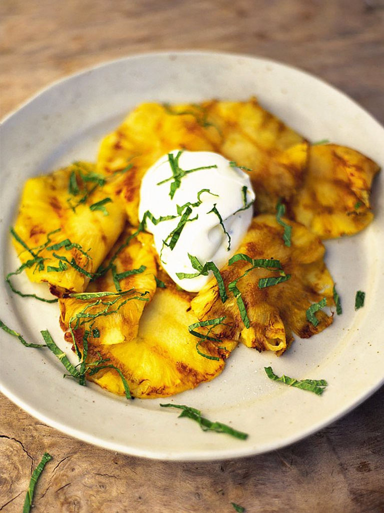 Fresh pineapple with crème fraîche and mint