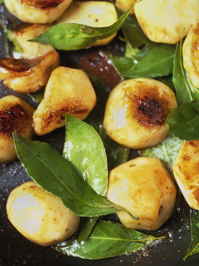 Sautéed Jerusalem artichokes with garlic and bay leaves