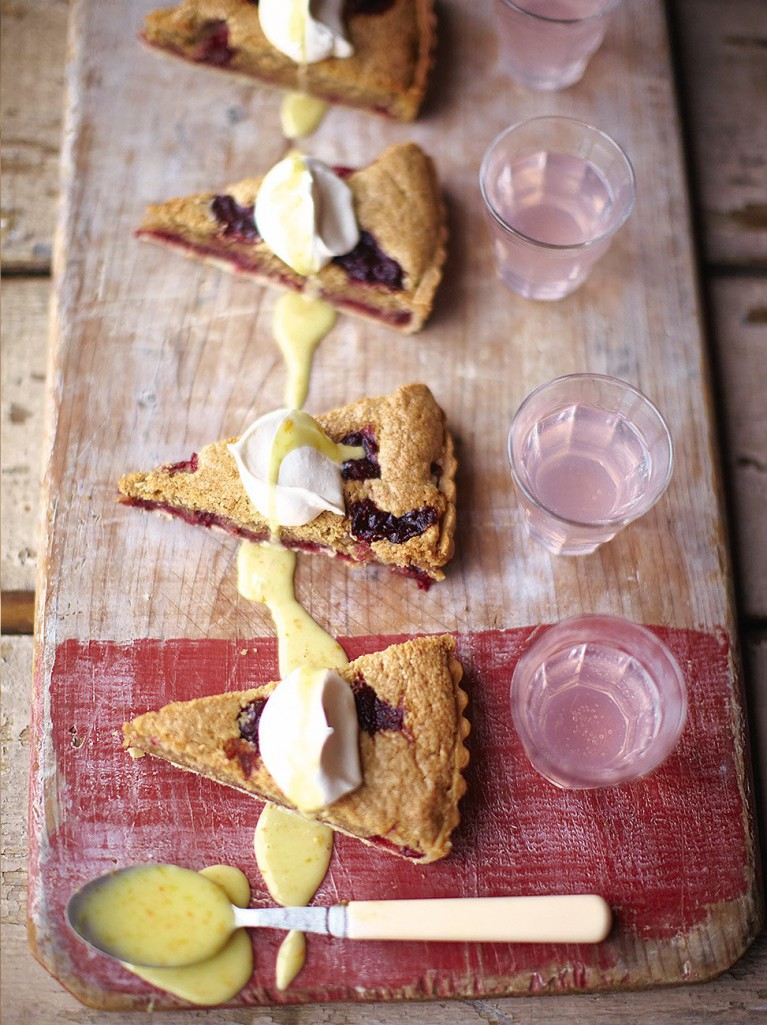 Sour cranberry Bakewell