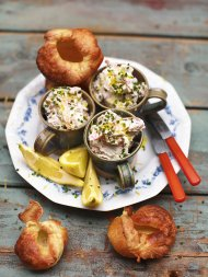 Baby Yorkshire puds (creamy smoked trout & horseradish pate)