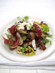 Warm salad of crispy smoked bacon and Jerusalem artichokes