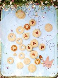 Royal Georgie snap biscuits