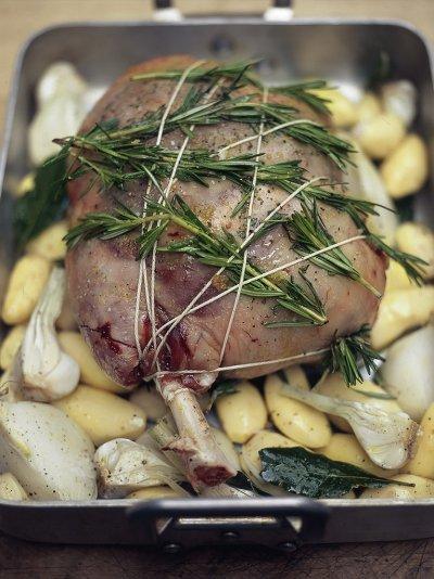 Leg of lamb stuffed with olives, bread, pine nuts and herbs (Cosciotto d'agnello ripieno di olive, pane, pinoli e erbe aromatiche)