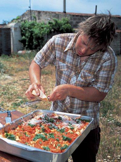 Baked pasta with tomatoes and mozzarella (Pasta al forno con pomodori e mozzarella)