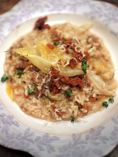Risotto of sweet white onions, cotechino sausage and thyme (Risotto con cipolle bianche dolci, cotechino e timo)