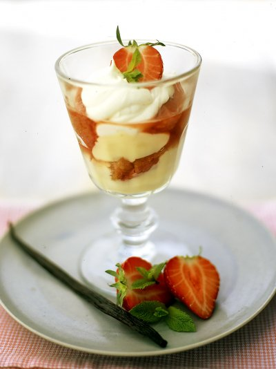 Quick individual strawberry and vanilla trifles