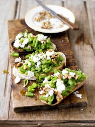 Runner beans, goat's cheese & walnuts on sourdough
