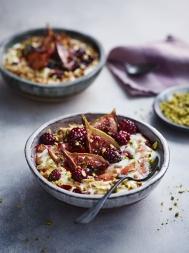 Sticky cinnamon fig & yoghurt breakfast bowls