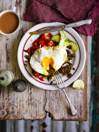 Refried lentils with eggs & salsa