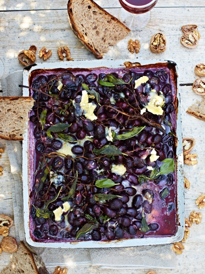Roasted grapes with cheese